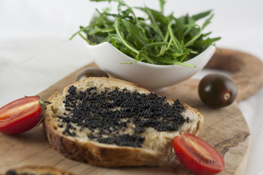 филийка с хайвер/toast with caviar