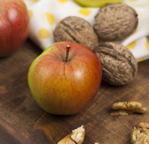Бутерки с ябълки и орехи